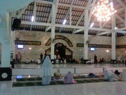 Masjid Agung Sudirman Bali - tampak bagian dalam
