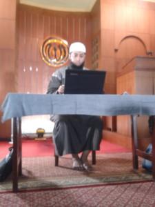 Ustadz Khalid Basalamah di masjid Al Ikhlas Bandara Bali