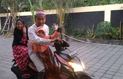 Mudah Mengajak Anak ke Masjid