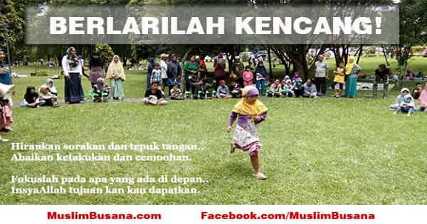 Anak cewek muslimah berlari