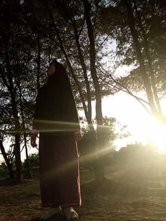Istri berjilbab membuat suami mudah condong ke masjid