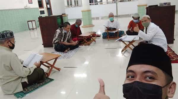Tadarus Alqur'an 1 day 1 juz di masjid pada bulan Ramadhan